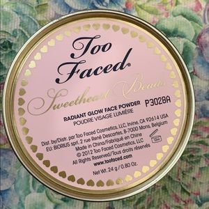 Too Faced Sweetheart Beads Glow face powder